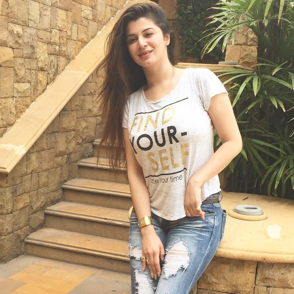 Kainaat Arora Hot Boobs Pics In Top HD Pics