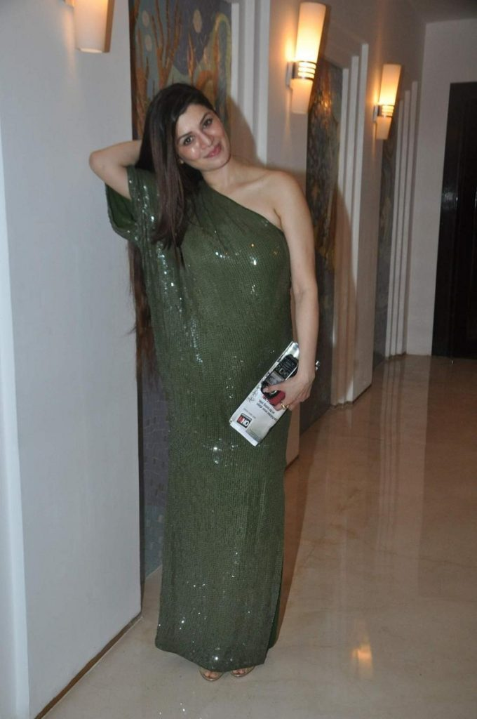 Kainaat Arora Latest New Full HD Unseen Pics