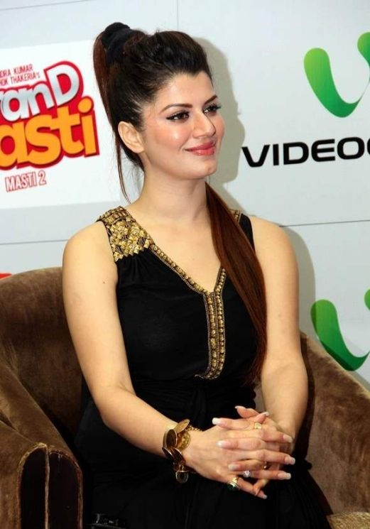Kainaat Arora New Full HD Pics