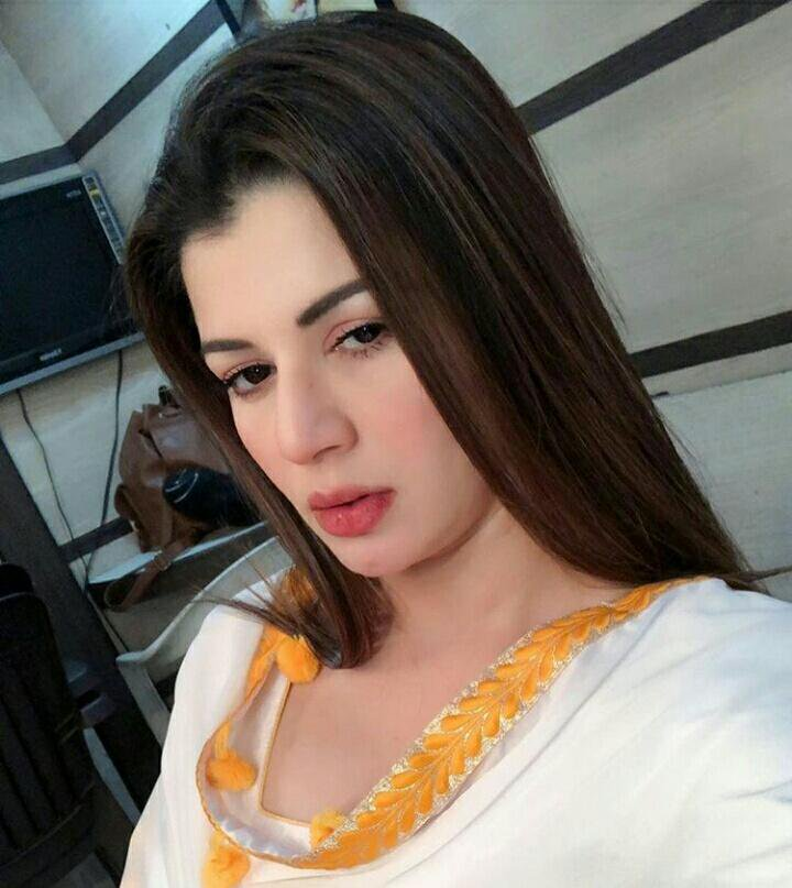 Kainaat Arora New HD Photoshoot Images