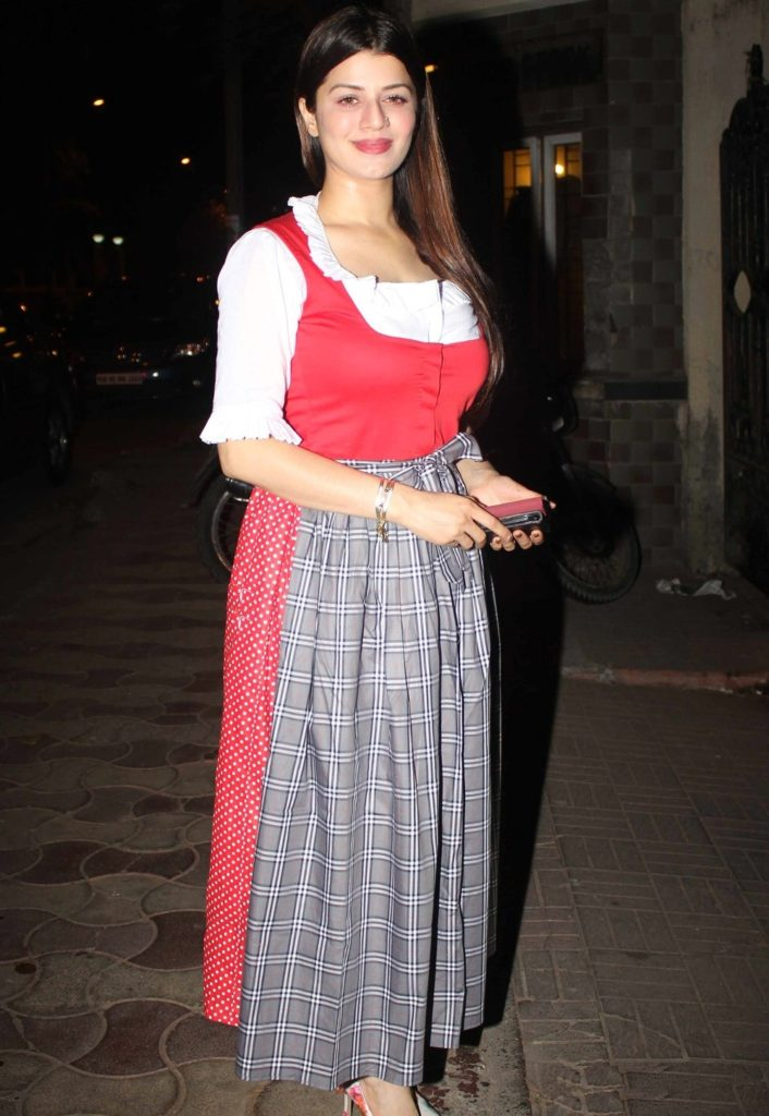 Kainaat Arora Sexy HD Pictures Gallery