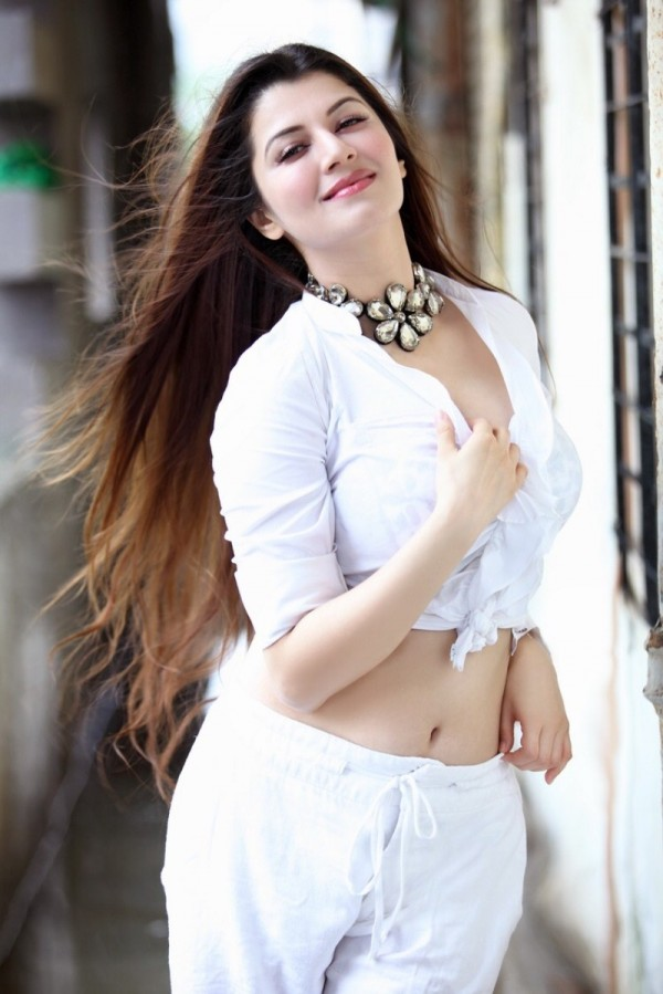 Kainaat Arora Spicy Navel Images