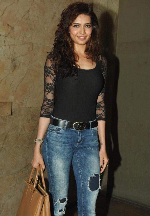 Karishma Tanna Images At Award Show