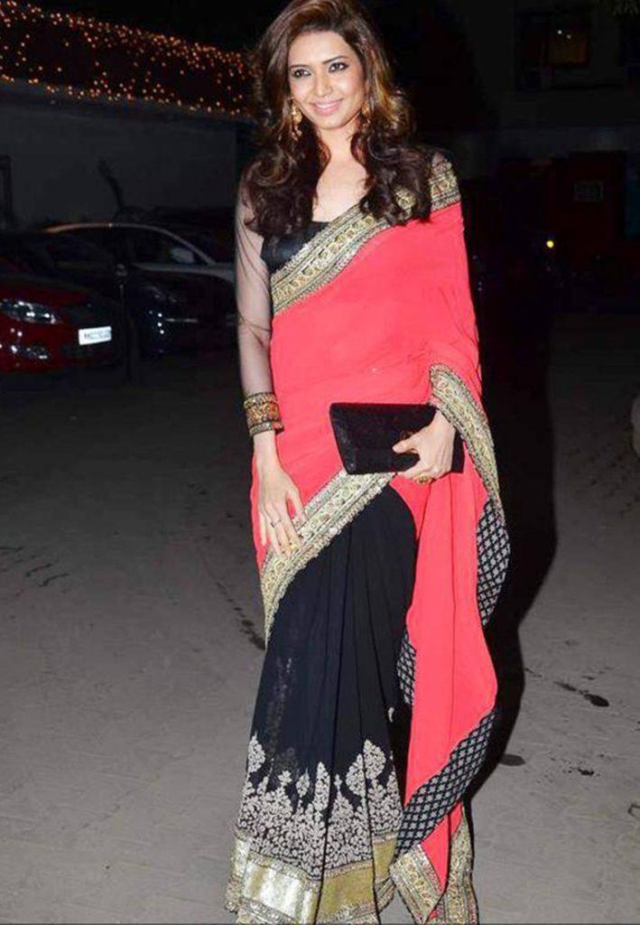 Karishma Tanna Images In Saree