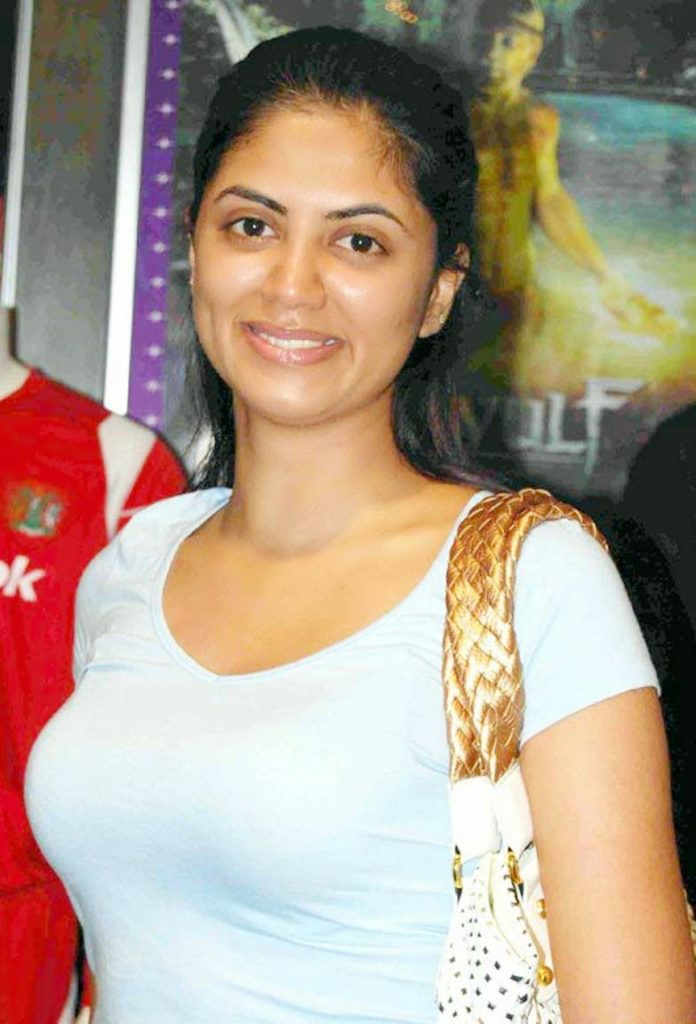 Kavita Kaushik Beautiful Smile Pics