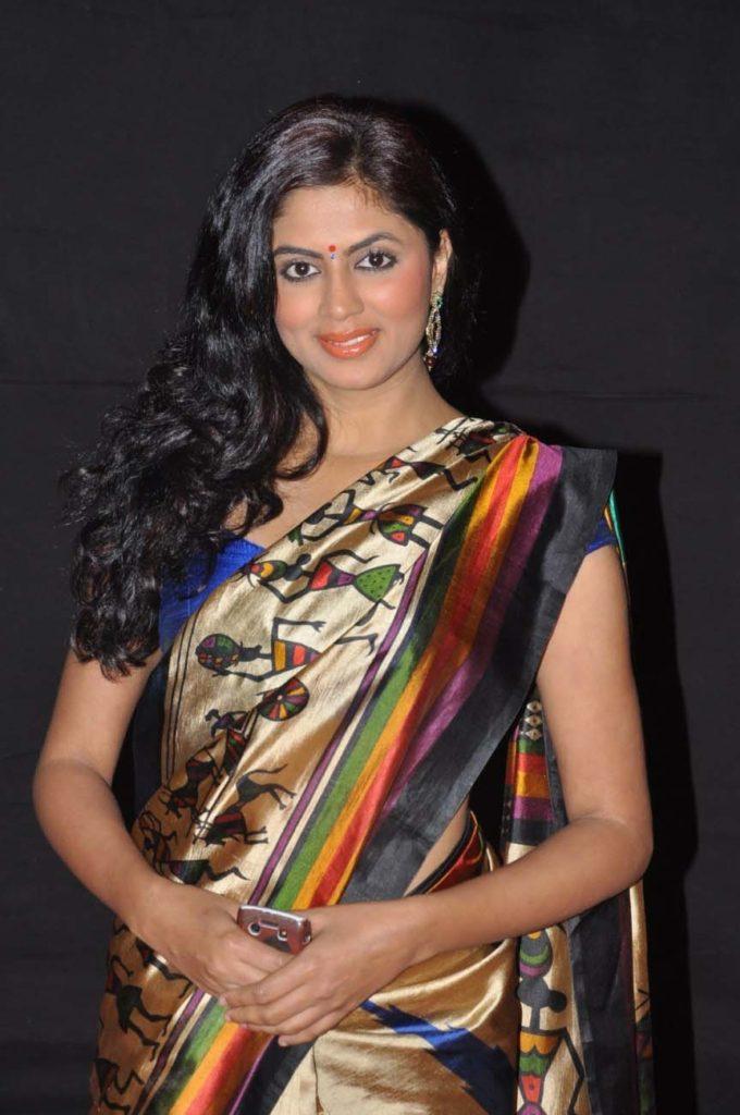 Kavita Kaushik Full HD Images In Saree