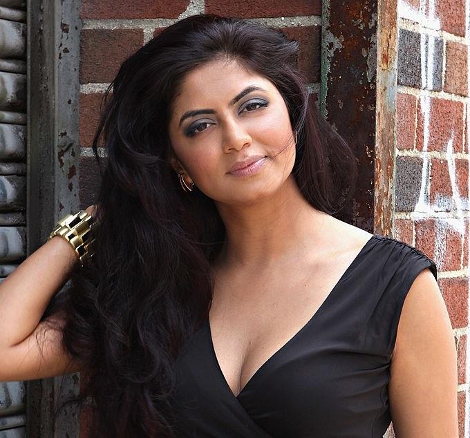 Kavita Kaushik New Look Pics