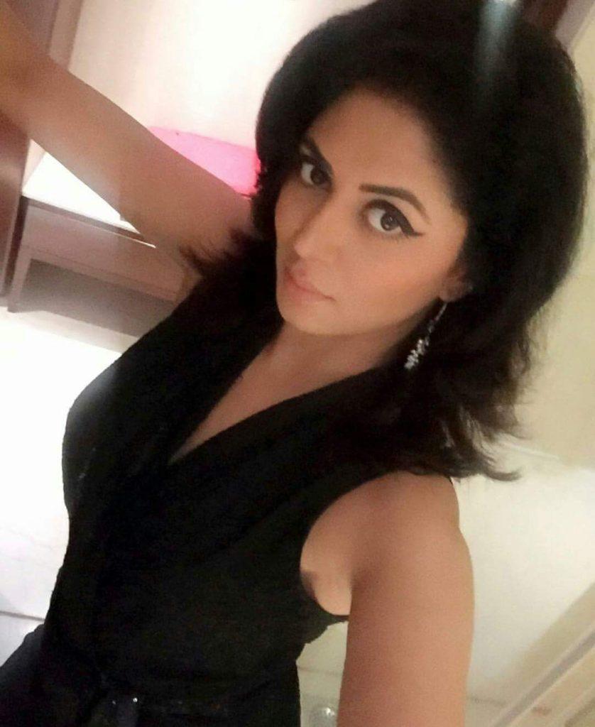 Kavita Kaushik Nice Pictures