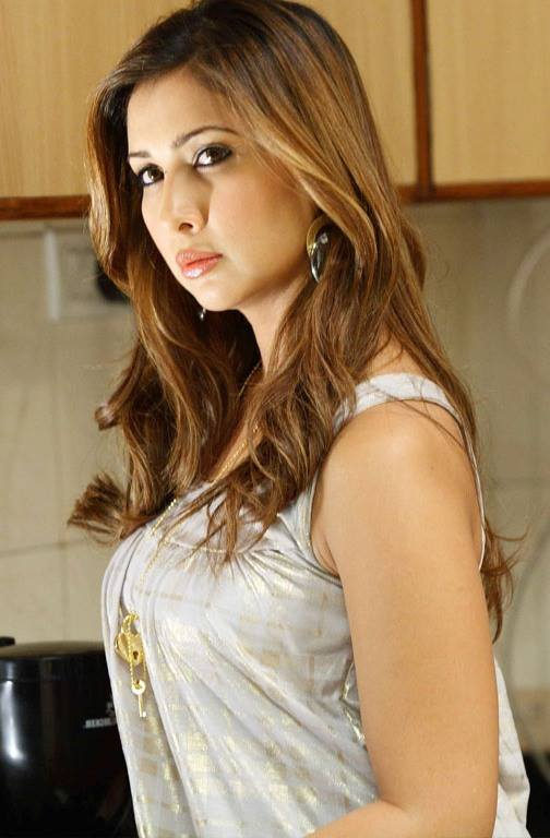 Kim Sharma Images For Profile Pics