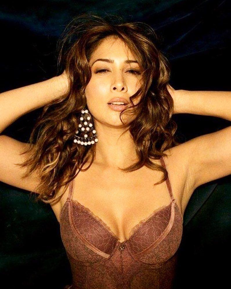 Kim Sharma New Look Photos