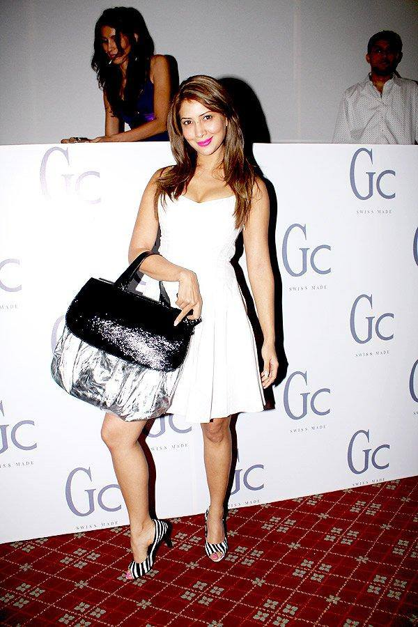 Kim Sharma Photos