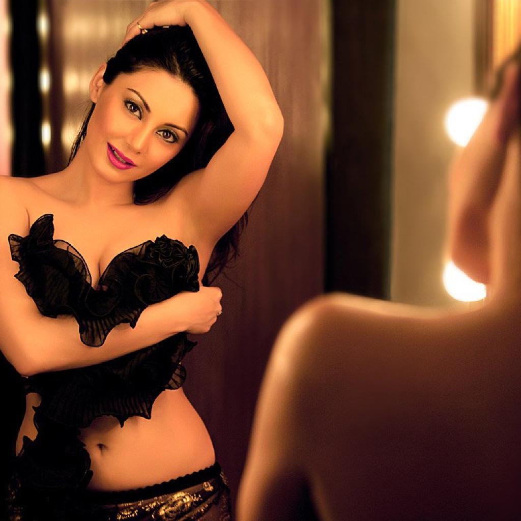 Minissha Lamba Hot Topless Pics