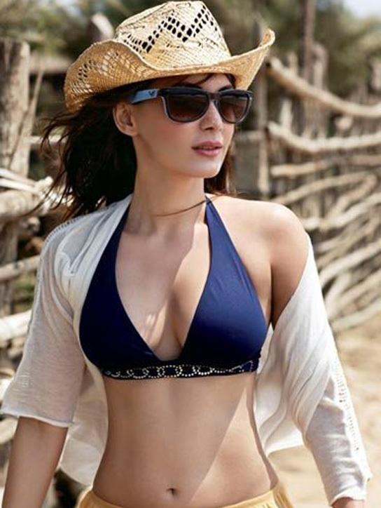 Minissha Lamba Images In Bikini