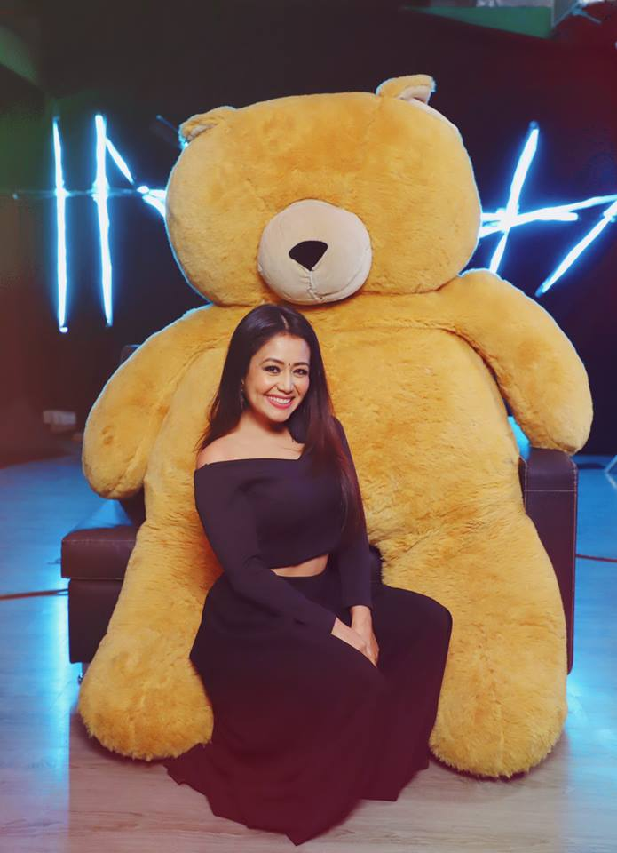 Neha Kakkar With Taddy Bear Pics