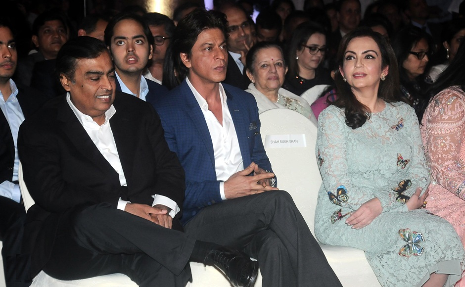 Nita Ambani Pics With Mukesh & Shahrukh Khan