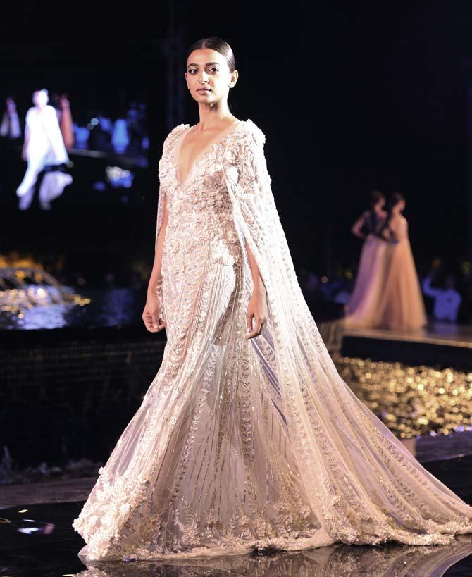 Radhika Apte Beautiful Images At Rampwalk