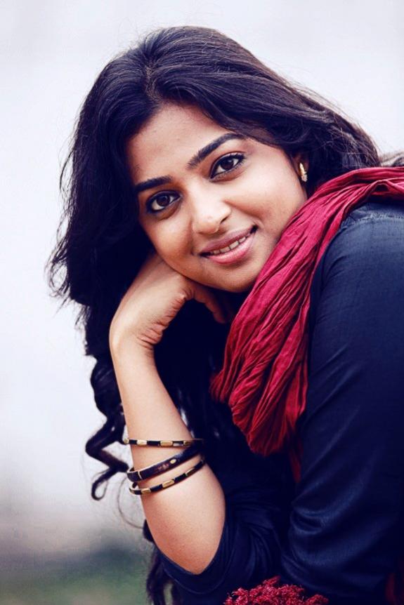 Radhika Apte Images For Profile Pics