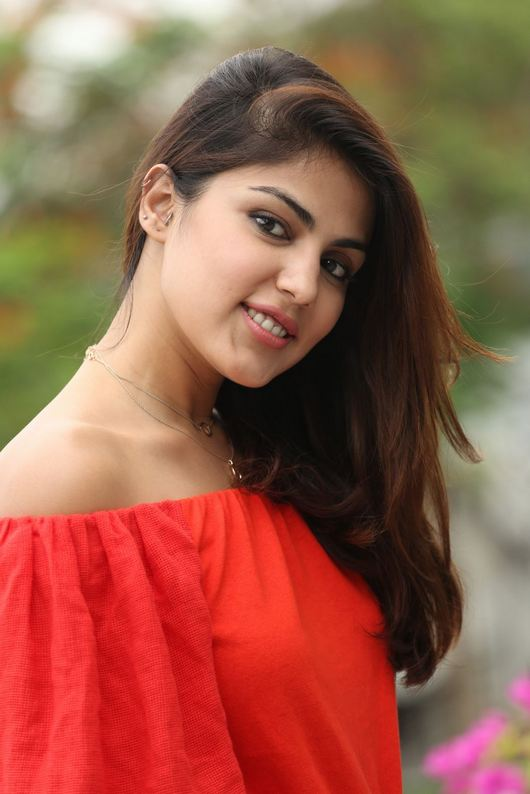 Rhea Chakraborty Cute Smiling Photos