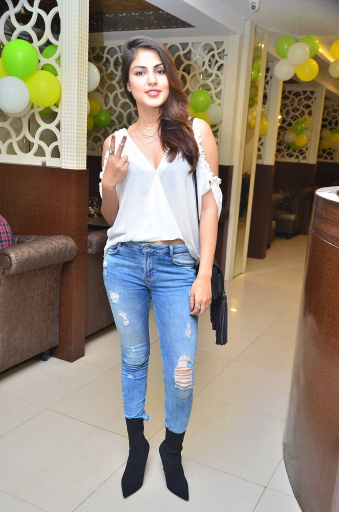 Rhea Chakraborty Hot In jeans Top Pics