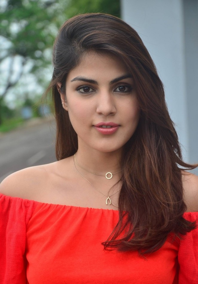 Rhea Chakraborty Latest New Hair Style Wallpapers