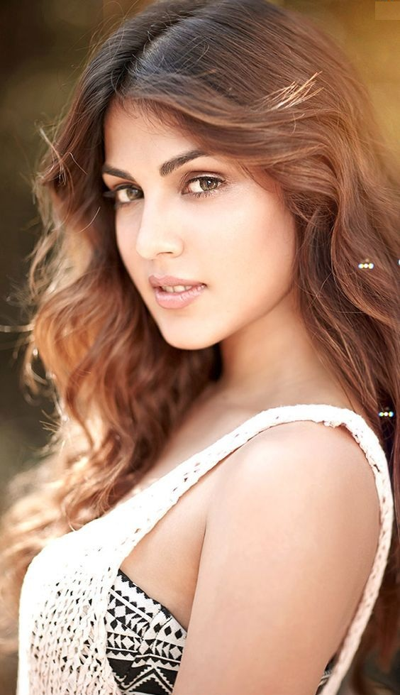 Rhea Chakraborty New Wallpapers