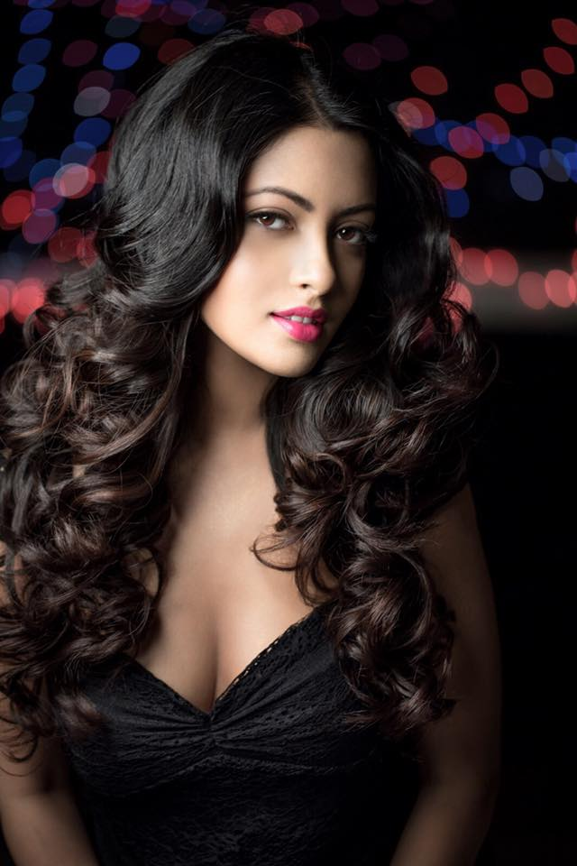 Riya Sen Attractive Wallpapers
