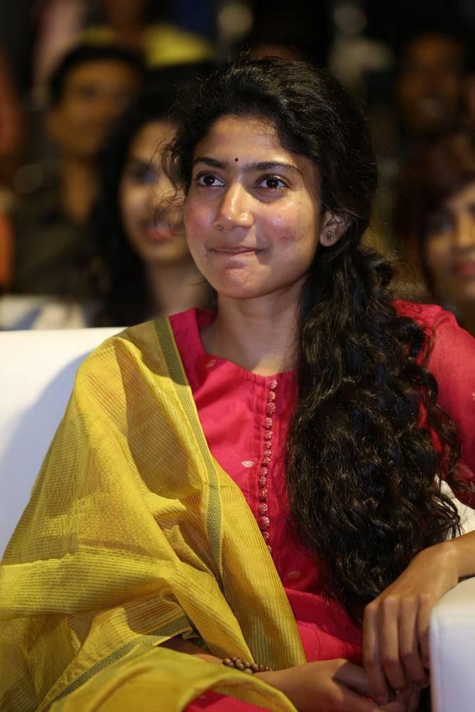 Sai Pallavi Full HD Pics At Award Show