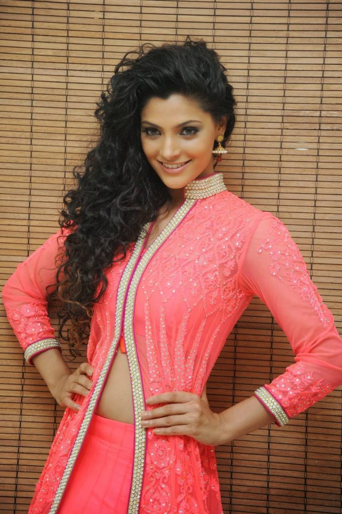 Saiyami Kher Spicy Navel Pictures