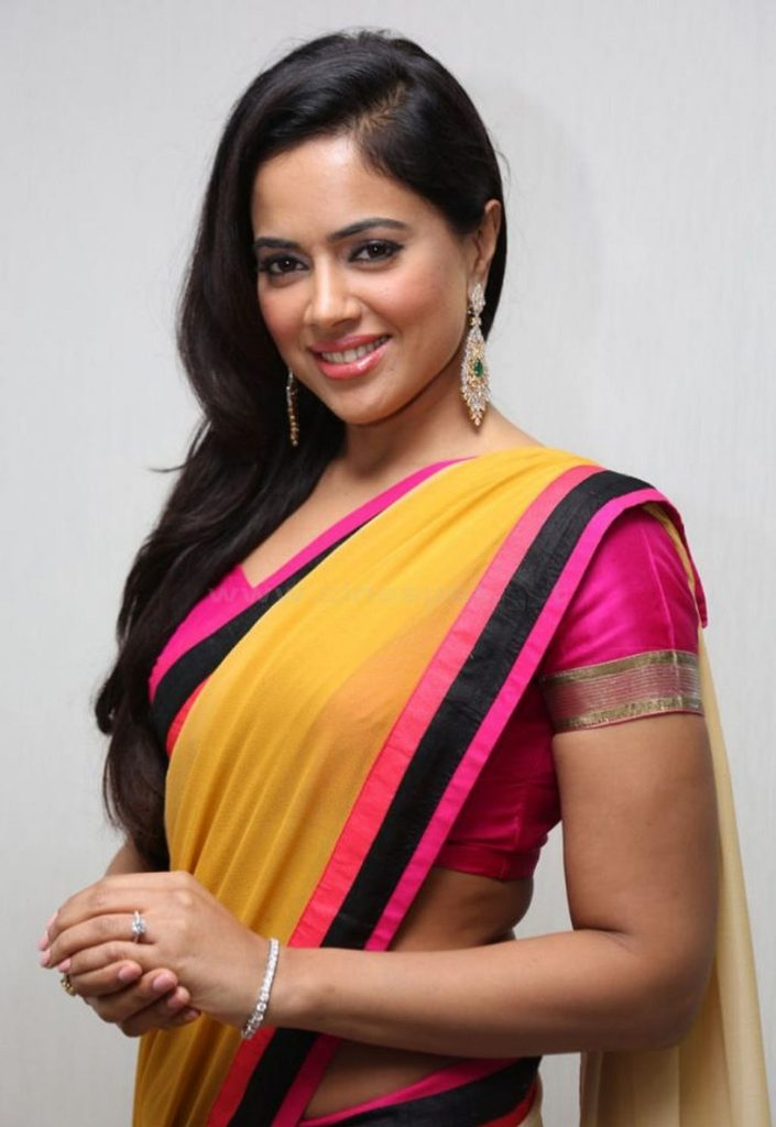 Sameera Reddy Images In Saree