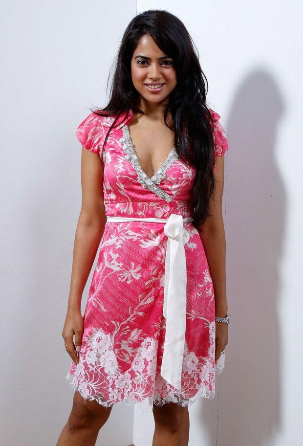 Sameera Reddy Latest Hair Style Pics