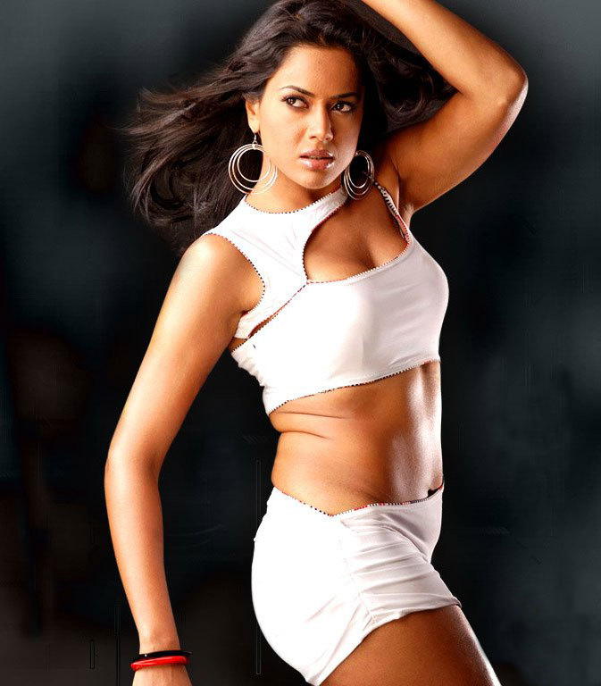 Sameera Reddy Spicy Navel Pics