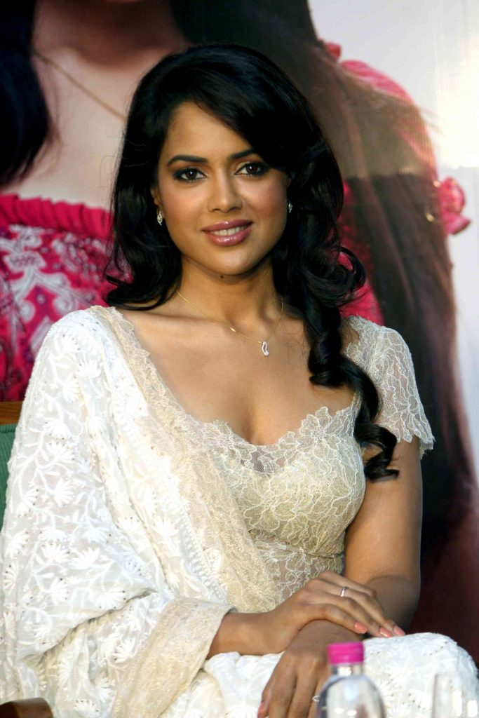Sameera Reddy Wallpapers For Desktop