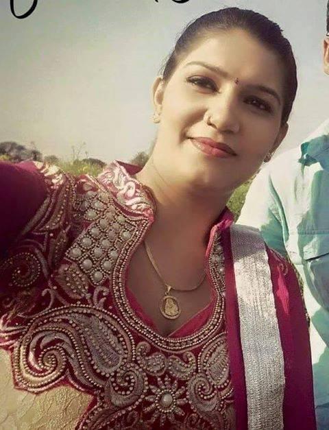 Sapna Choudhary Sexy Selfie Pictures Photoshoot