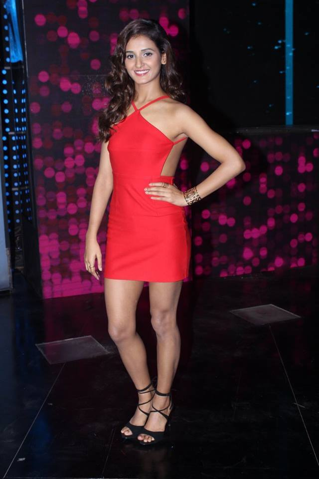 Shakti Mohan Hot In Short Clothes Wallpapers