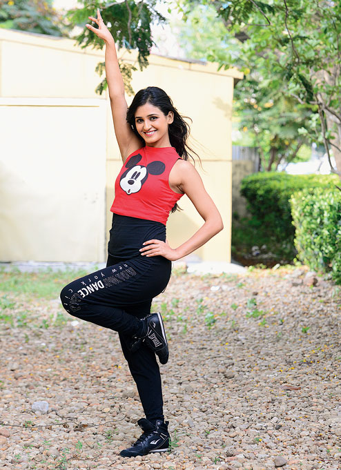 Shakti Mohan Hot Pictures In Jeans Top