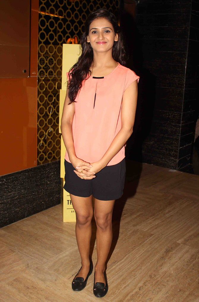 Shakti Mohan Sexy Legs In Short Clothes Pictures