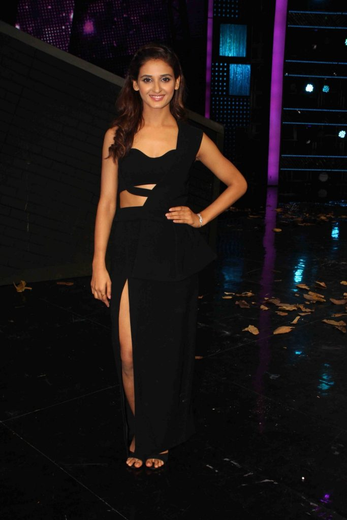 Shakti Mohan Sexy Pictures At Event