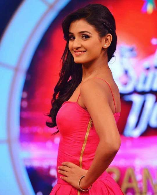 Shakti Mohan Sexy Wallpapers In Backless Clothes