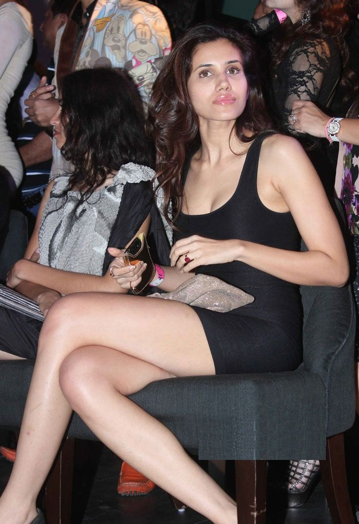 Sonnalli Seygall Hot In Short Clothes Pictures