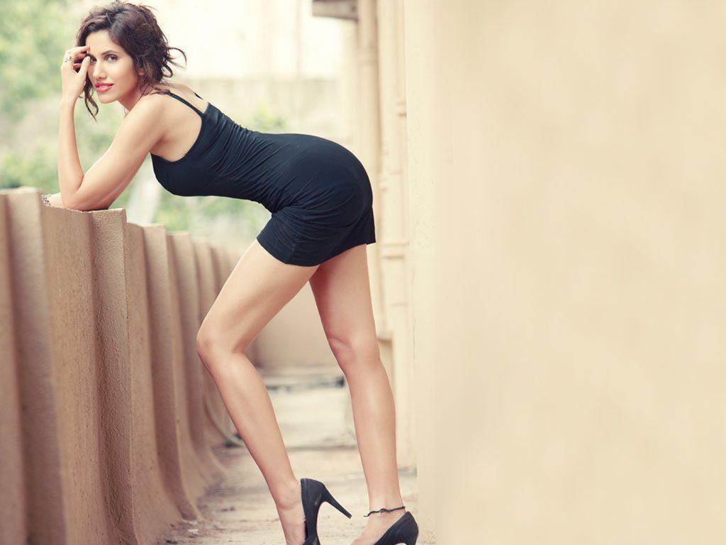 Sonnalli Seygall Hot In Undergarment Pics