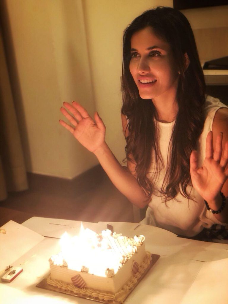 Sonnalli Seygall Latest New Full HD Pictures