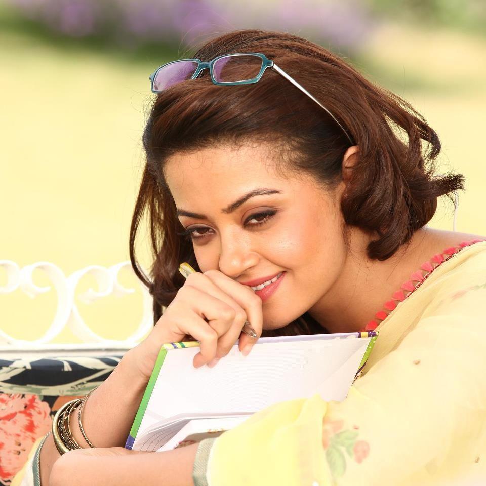 Surveen Chawla Cute Smiling Pics