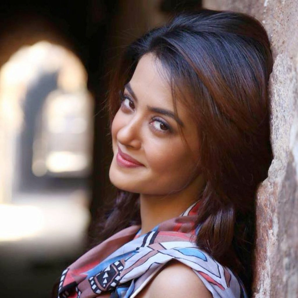 Surveen Chawla HD Images Gallery