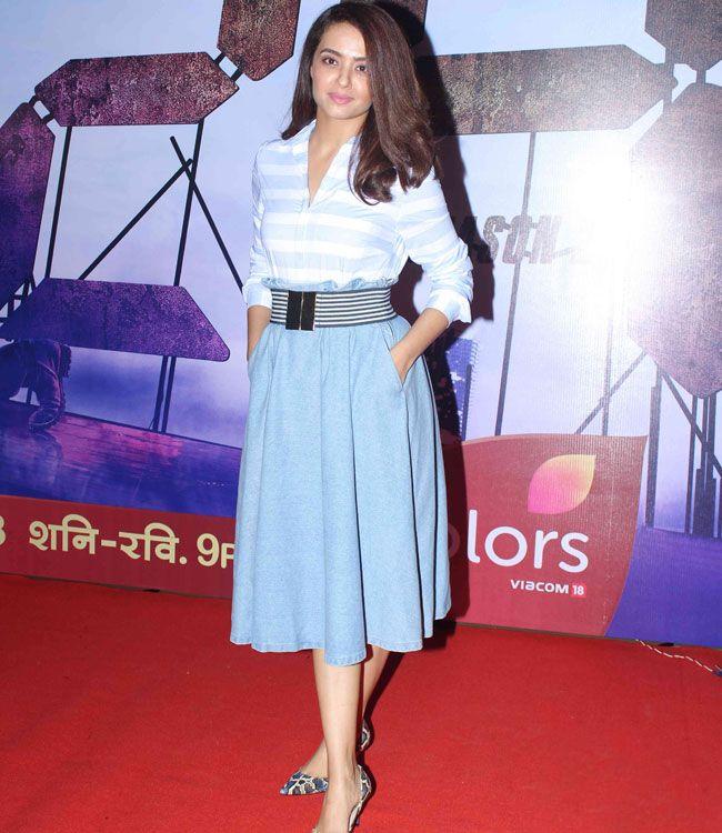 Surveen Chawla Hot Images At Award Show