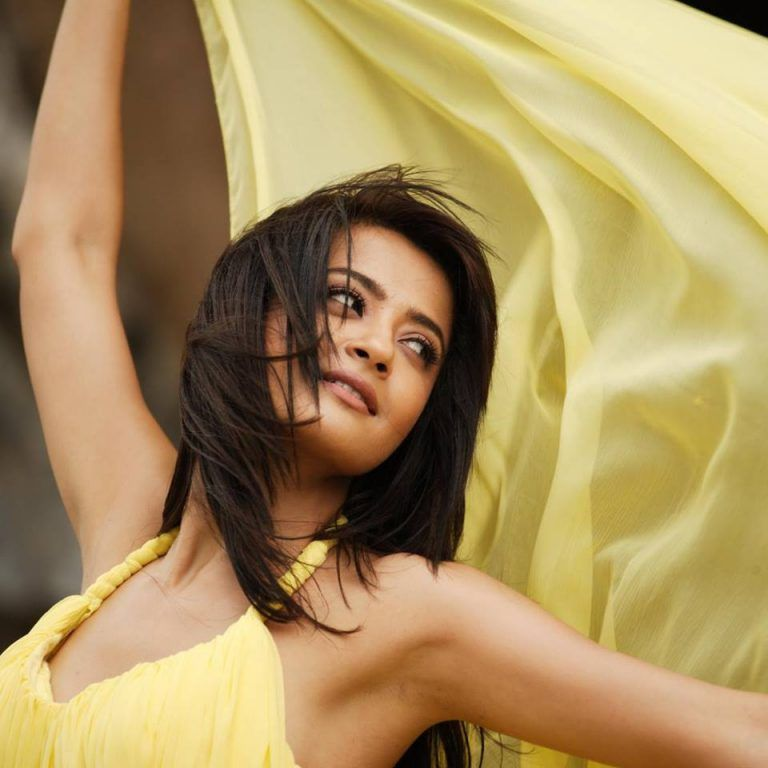 Surveen Chawla Hot Under Arms Pics HD