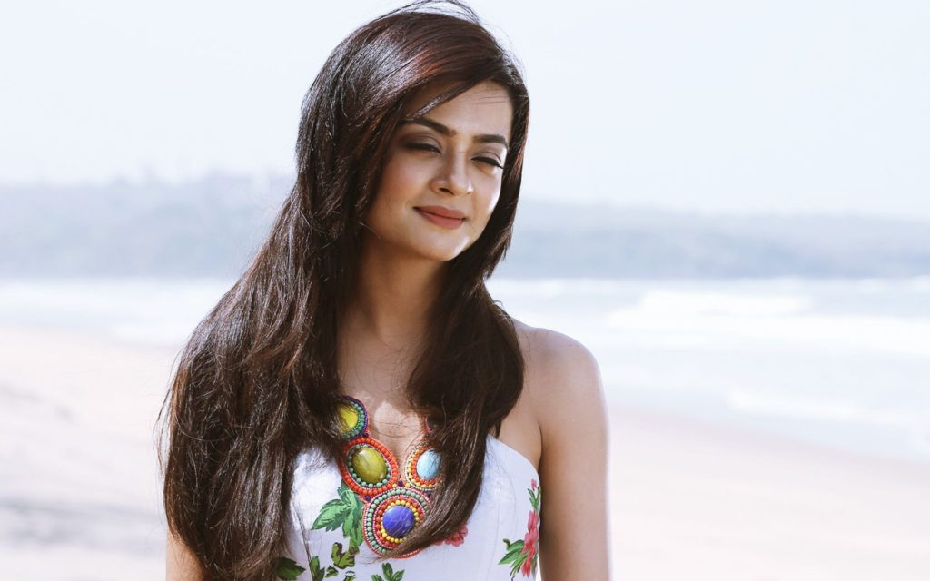 Surveen Chawla Lovely HD Photoshoot