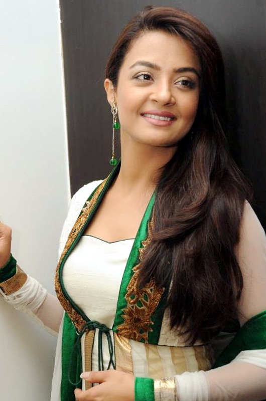 Surveen Chawla New Images Frees Download