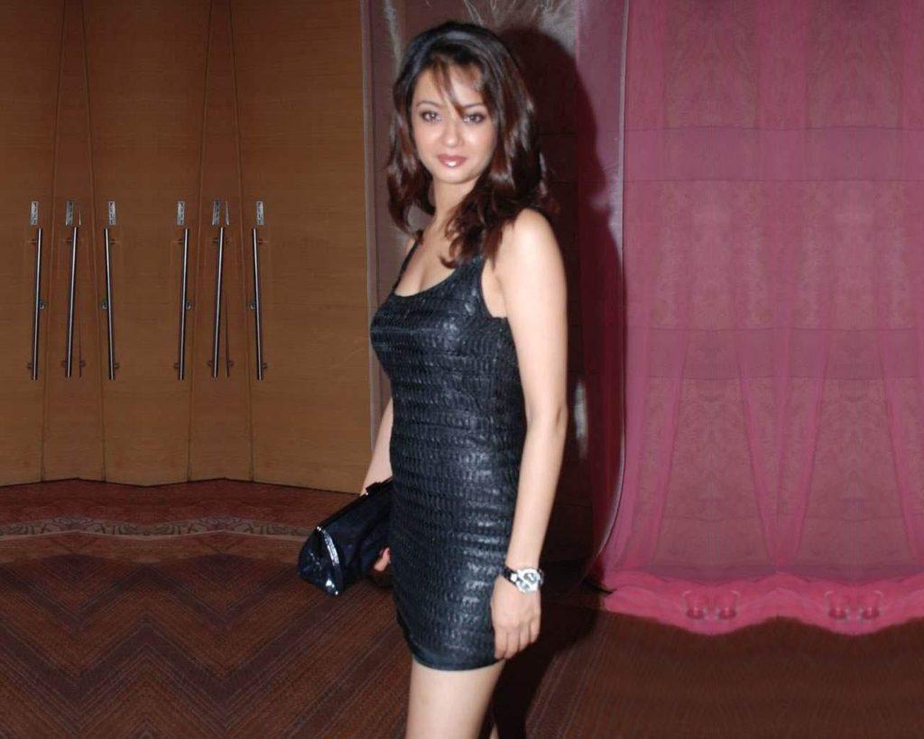 Surveen Chawla Sexy HD Pics
