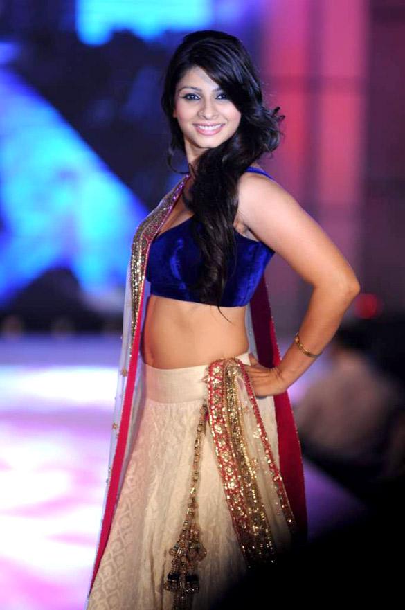 Tanishaa Mukerji Photoshoots For Profile Pics