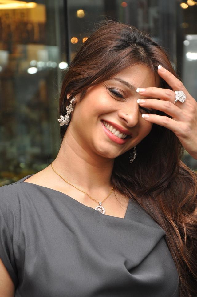 Tanishaa Mukerji Sweet Smile Images